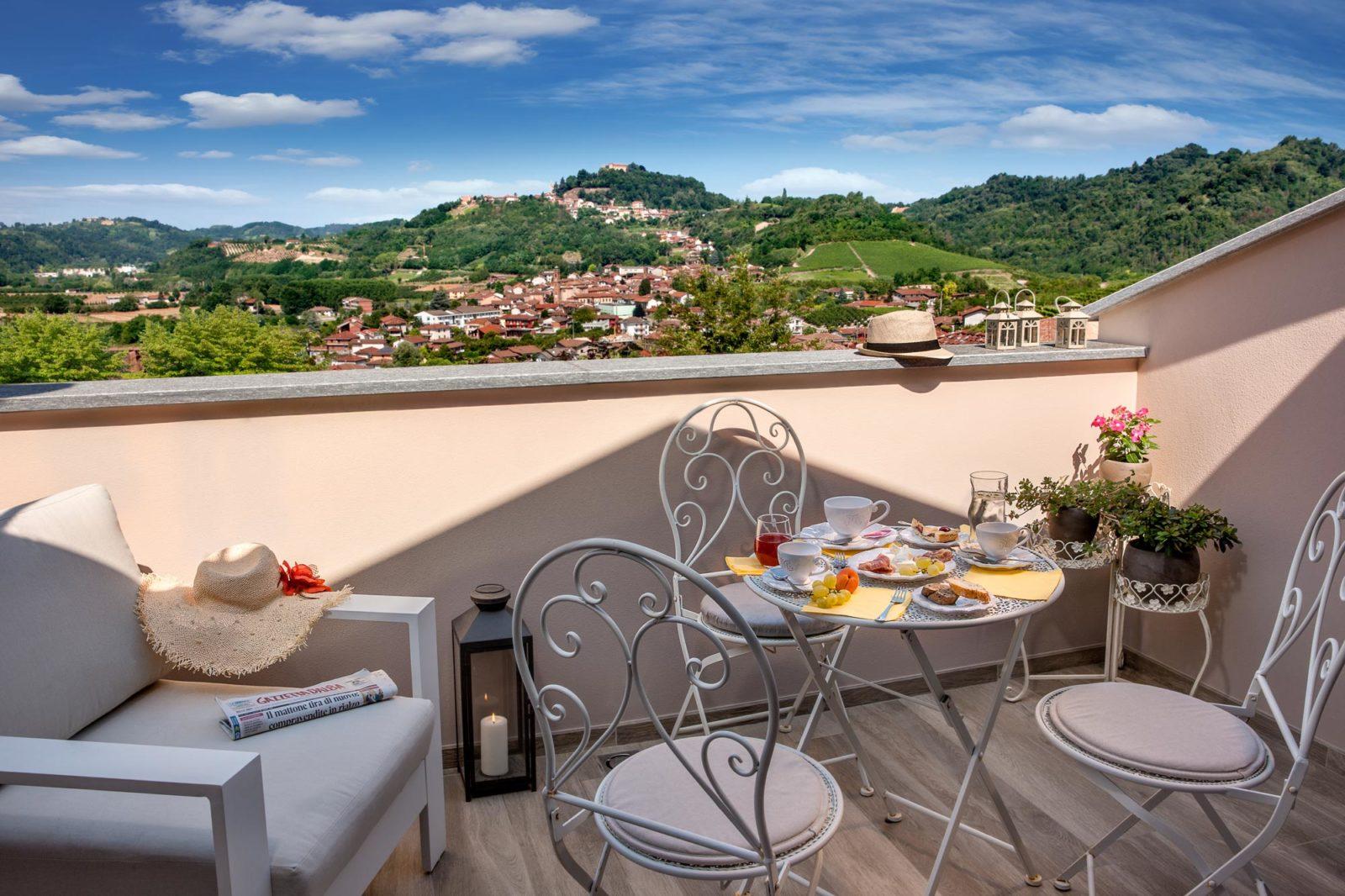 B&B-Roncaglia-Suite-Monticello-Alba-Camera-del-Castello-Balconcino